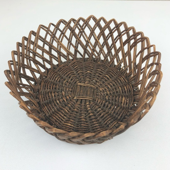 VTG Pointed Wicker Small Round Basket Brown Rustic